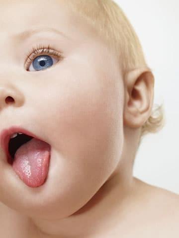 Cómo debes limpiar tu lengua